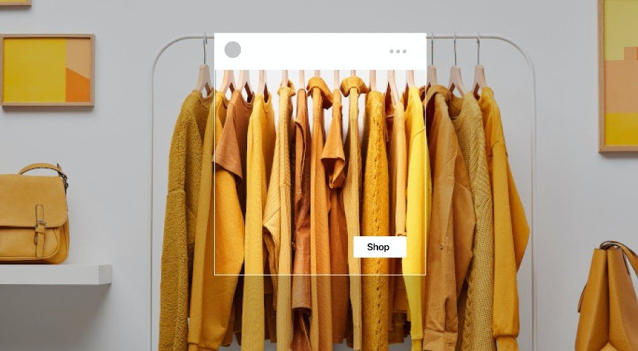 Screenshot eines Facebook Shops mit gelber Kleidung
