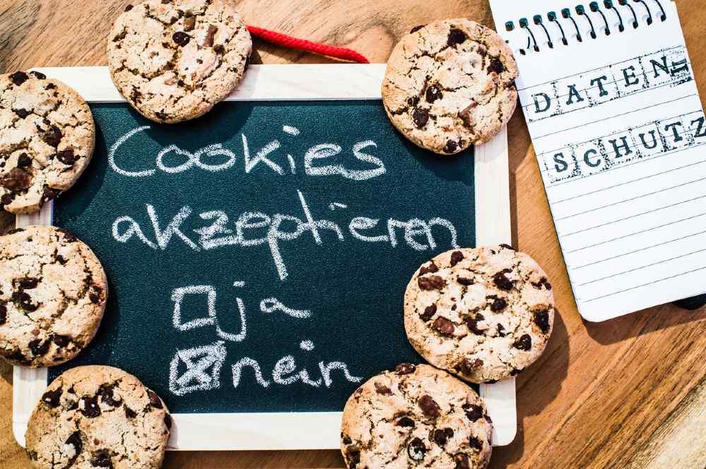 Tafel mit Schriftzug Cookies akzeptieren ja nein