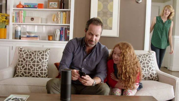Amazon Echo im Wohnzimmer