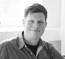 Mitarbeiterfoto von Jan Ole Joussen in Schwarz-Weiß