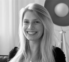 Mitarbeiterfoto von Jannina Ackel in Schwarz Weiß