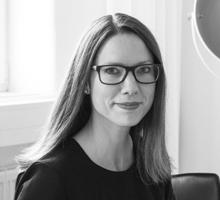 Mitarbeiterfoto von Julia Peckmann in Schwarz-Weiß