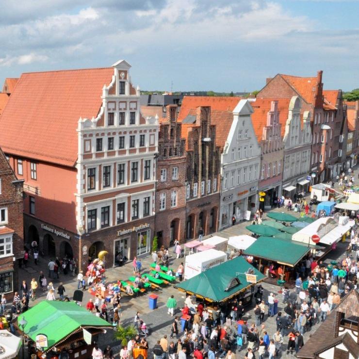 Luftaufnahme des Stadtfestes in Lüneburg