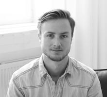 Mitarbeiterfoto von Maximilian Krebs in Schwarz-Weiß