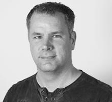 Mitarbeiterfoto von Nico Loges in Schwarz-Weiß