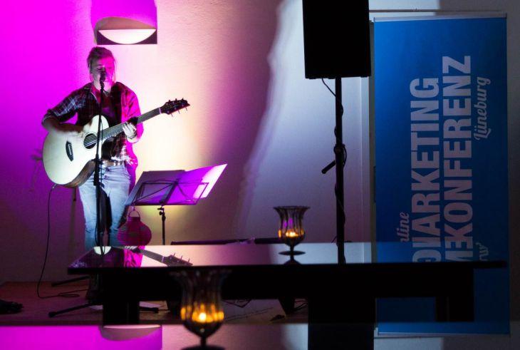 Singer-Songwriterin Miss Allie auf Bühne