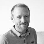 Mitarbeiterfoto von Oliver Wieben in Schwarz-Weiß