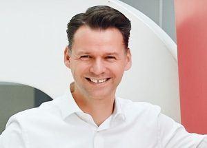 Porträt-Aufnahme von Prof. Dr. Tobias Kollmann