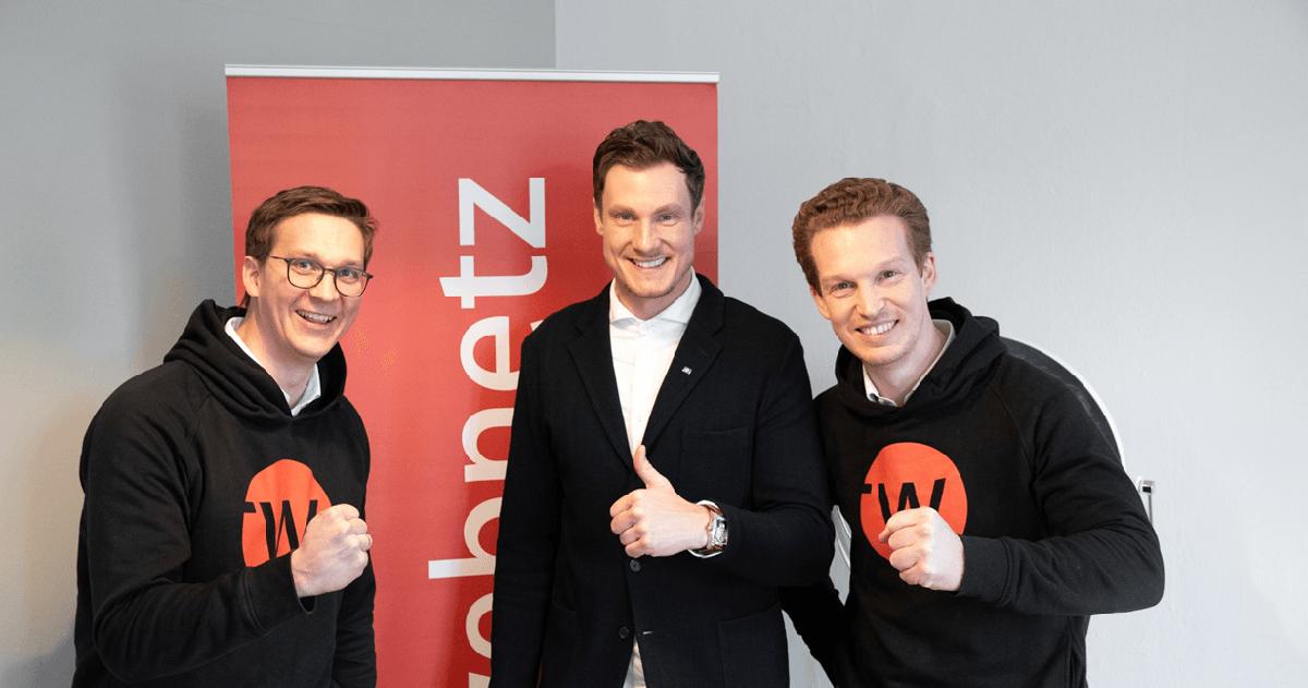 Sebastian Loock, Marcell Jansen und Patrick Pietruck vor einem web-netz Banner