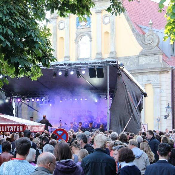 Die Bühne auf dem Stadtfest am Stint