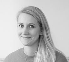 Mitarbeiterfoto von Leonie Braunert in Schwarz-Weiß