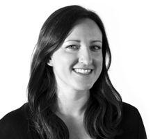 Mitarbeiterfoto von Monika Kotz in Schwarz-Weiß