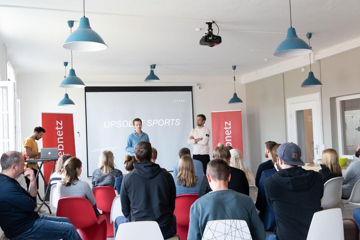Moritz Fürste bei seinem Vortrag in den Agenturräumen von web-netz