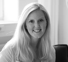 Mitarbeiterfoto von Nina Hinz in Schwarz-Weiß