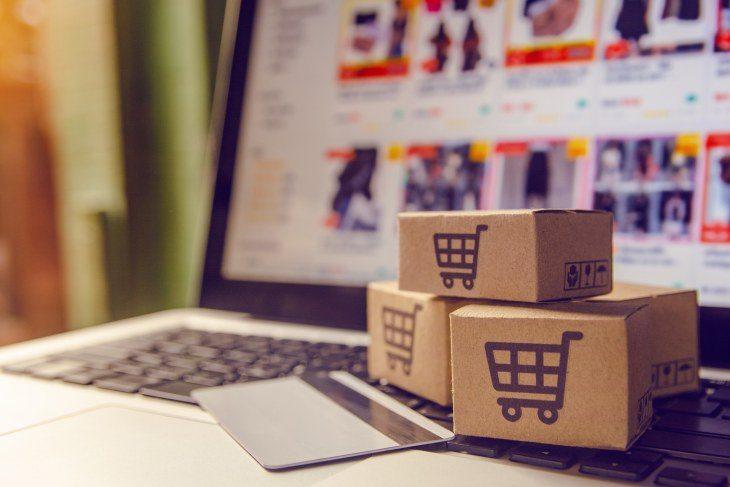 Online Shopping am Notebook