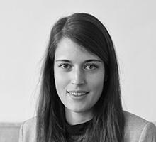 Mitarbeiterfoto von Sophie Vogel in Schwarz-Weiß
