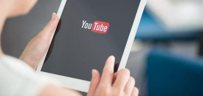 Tablet mit YouTube-Screen