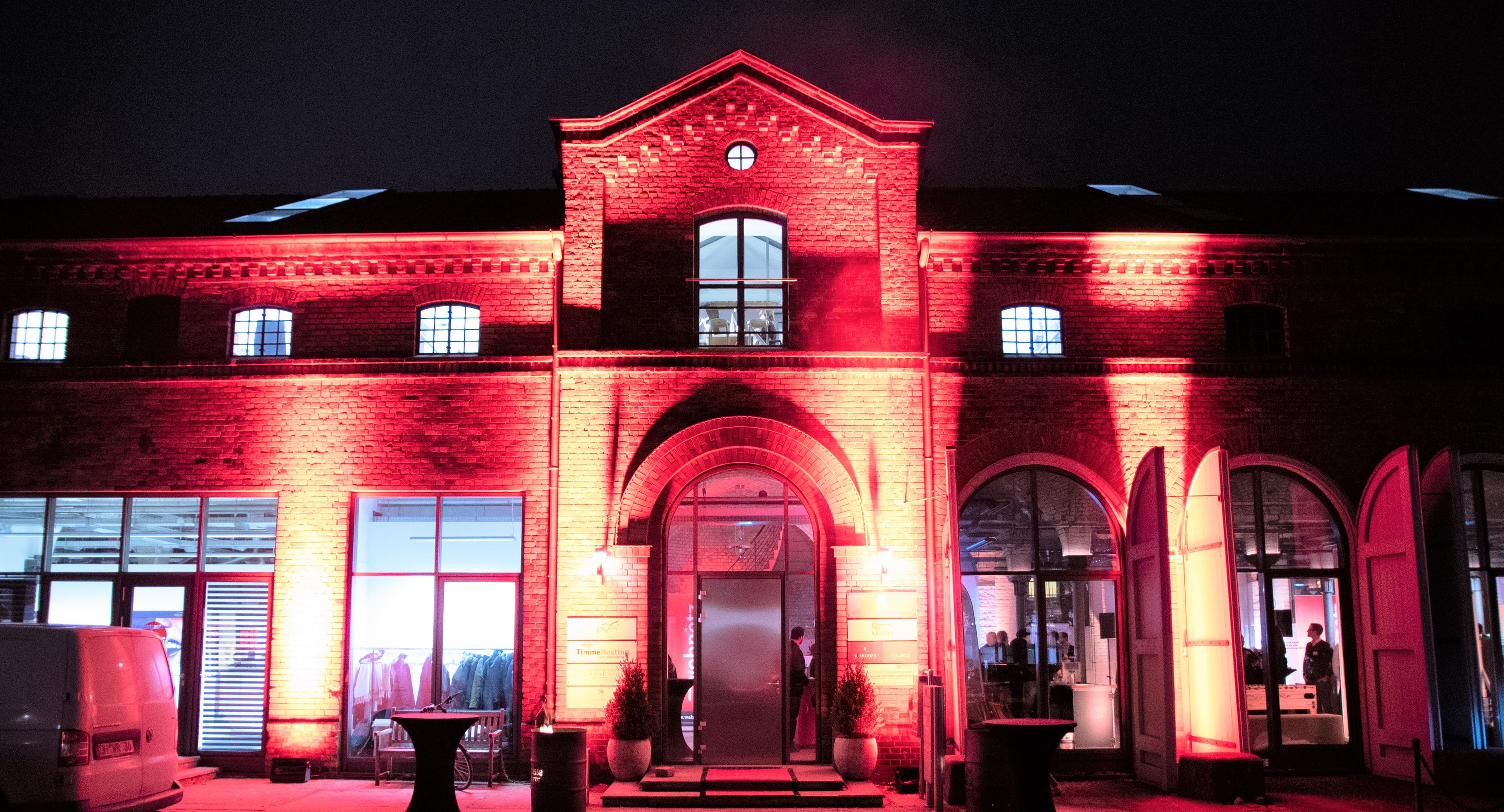 Der Kunstsaal in Lüneburg mit stimmungsvoller Beleuchtung